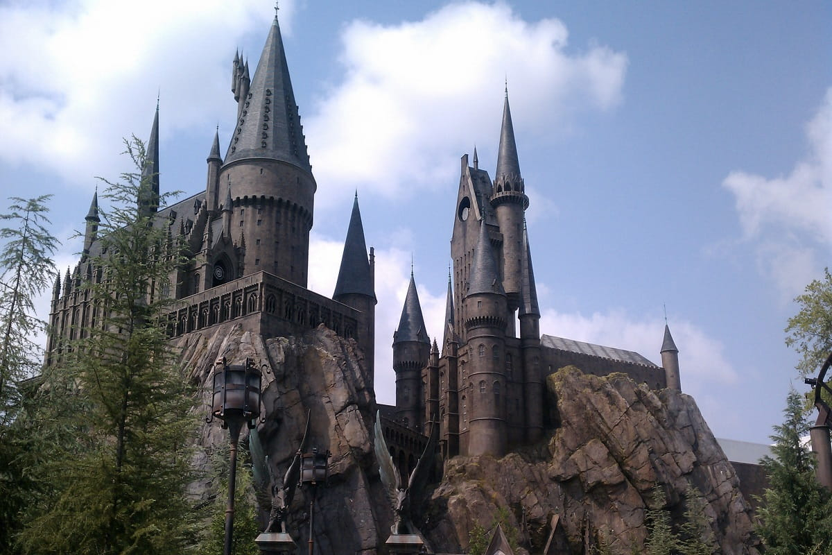 18-college-campuses-that-will-make-you-feel-like-youre-at-hogwarts1200x800.jpg