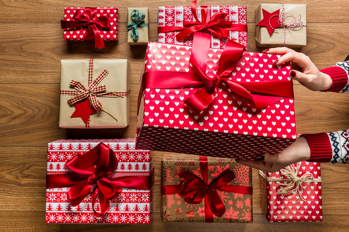 inexpensive-and-creative-diy-holiday-gifts-1200x800.jpg